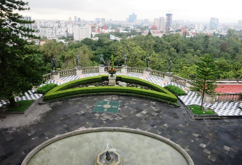 mexico-city-chapultepec-castle-ninos-heroes-boy-cadets