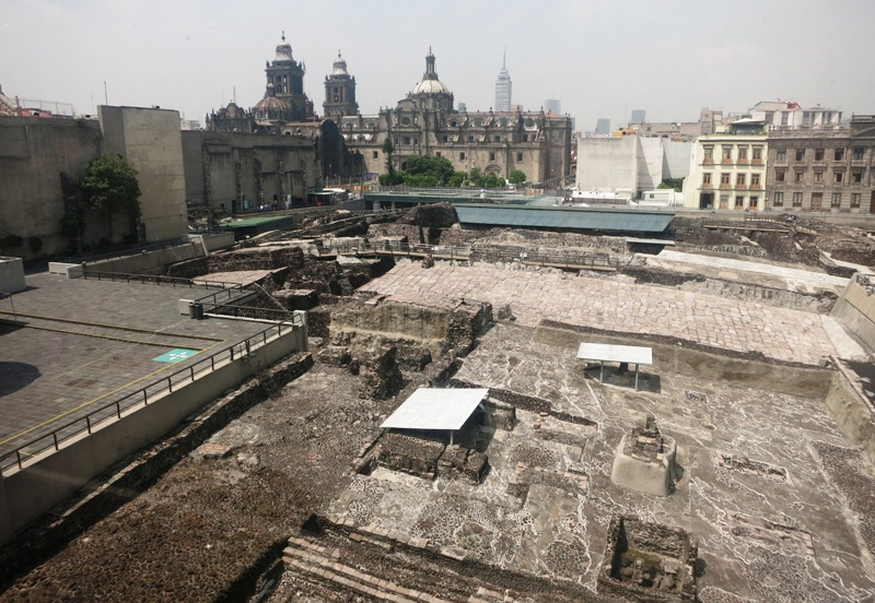 mexico-city-zocalo-templo-mayor-cathedral
