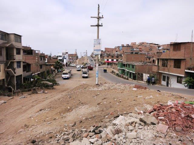 villa-salvador-lima-shantytown-slum-mountain-poverty-peru-1