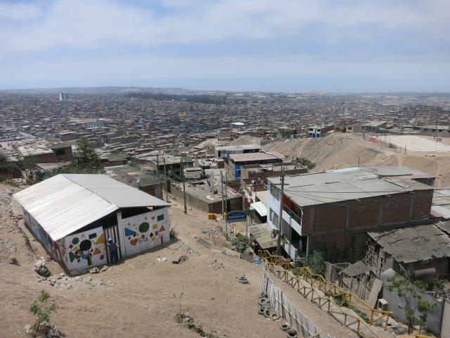 villa-salvador-lima-shantytown-slum-mountain-poverty-peru-19