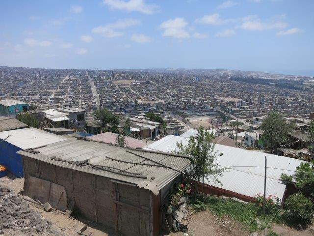 villa-salvador-lima-shantytown-slum-mountain-poverty-peru-39